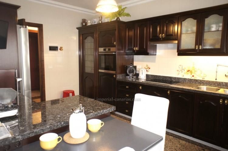 4 Bed  Villa/House for Sale, Puerto de la Cruz, Tenerife - IC-52459 10