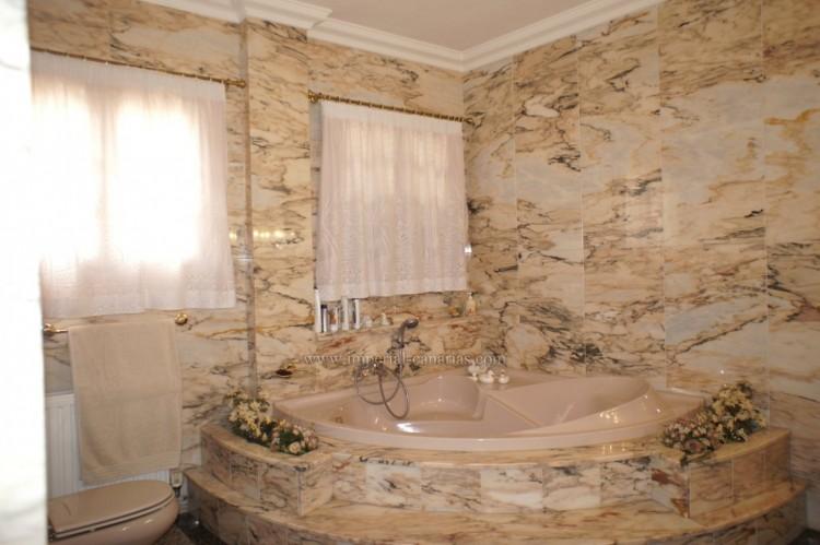 4 Bed  Villa/House for Sale, Puerto de la Cruz, Tenerife - IC-52459 16