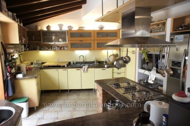 3 Bed  Villa/House for Sale, La Orotava, Tenerife - IC-VTR10240 11