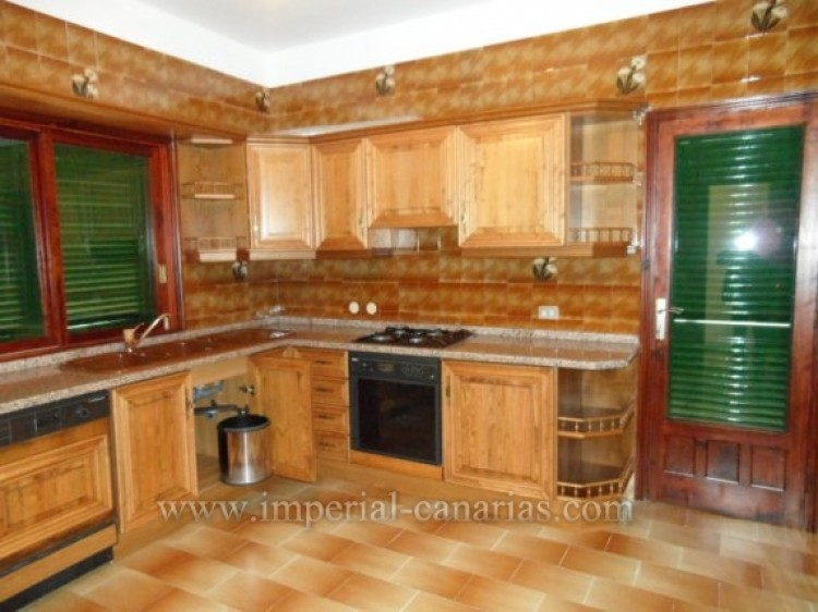 3 Bed  Villa/House for Sale, La Orotava, Tenerife - IC-VTR9916 11