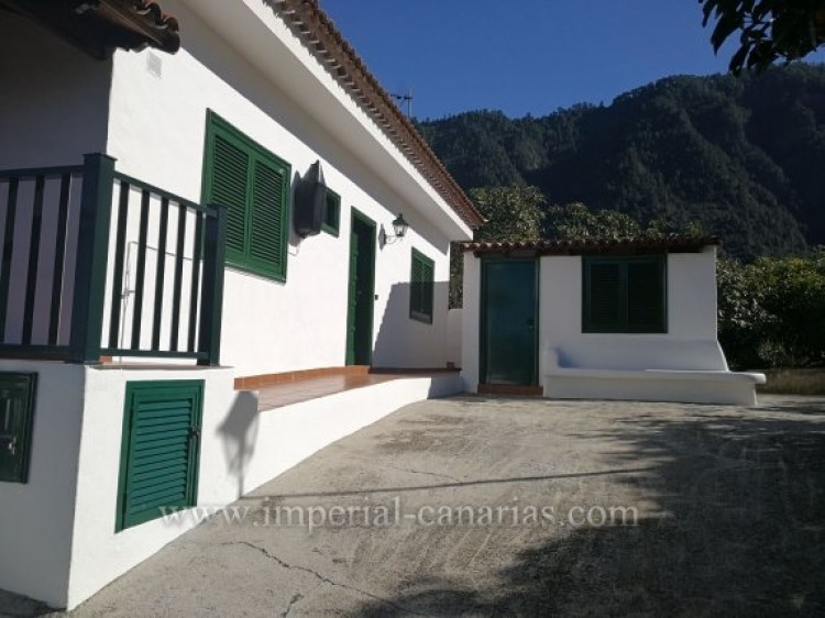 3 Bed  Villa/House for Sale, La Orotava, Tenerife - IC-VTR9916 2