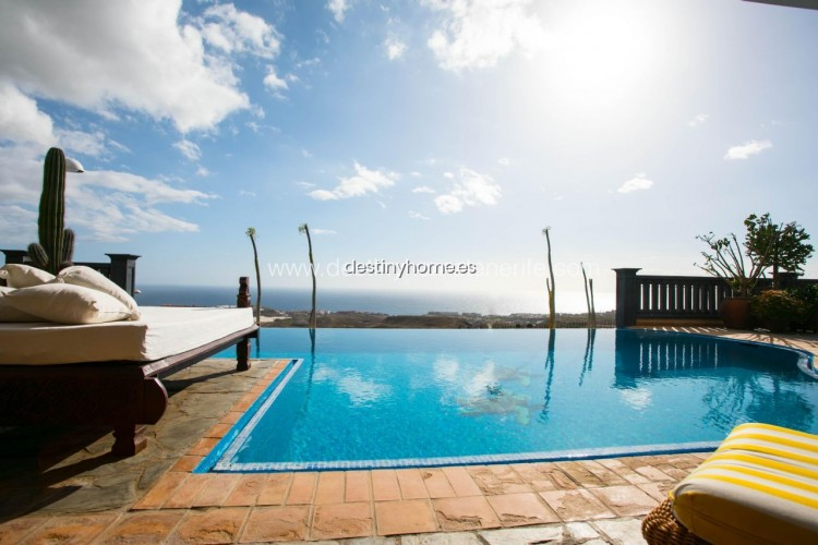 4 Bed  Villa/House for Sale, Adeje, Santa Cruz de Tenerife, Tenerife - DH-VPTVLUJOG4H_11-19 1