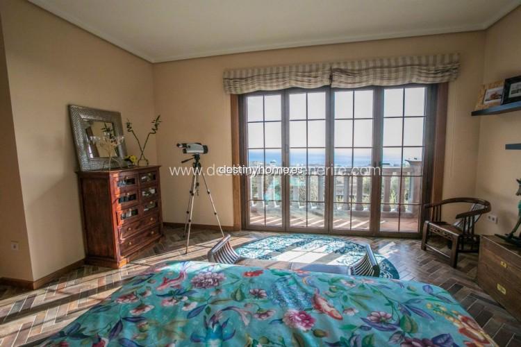 4 Bed  Villa/House for Sale, Adeje, Santa Cruz de Tenerife, Tenerife - DH-VPTVLUJOG4H_11-19 13