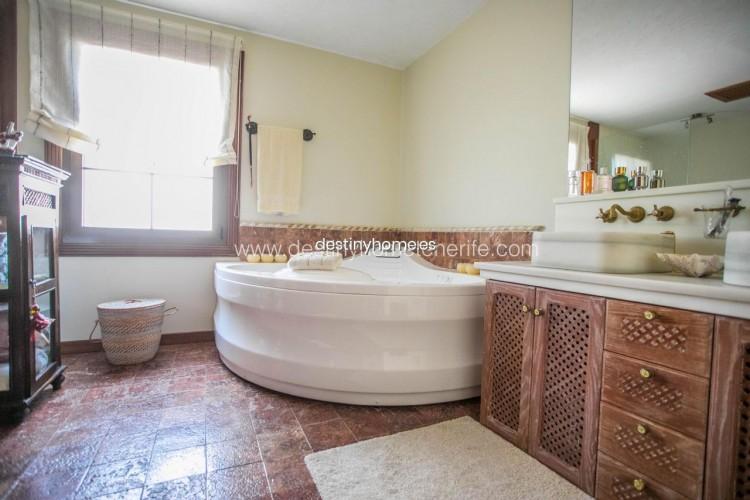 4 Bed  Villa/House for Sale, Adeje, Santa Cruz de Tenerife, Tenerife - DH-VPTVLUJOG4H_11-19 19