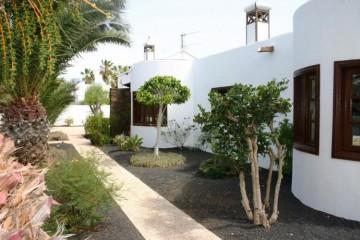4 Bed  Villa/House for Sale, Costa Teguise, Lanzarote - LA-LA507
