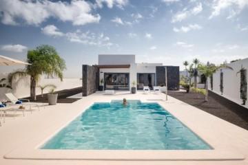 3 Bed  Villa/House for Sale, Playa Blanca, Lanzarote - LA-LA936s