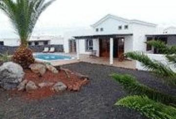 2 Bed  Villa/House for Sale, Playa Blanca, Lanzarote - LA-LA943s