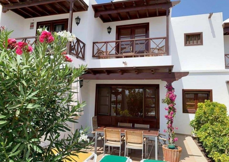3 Bed  Villa/House for Sale, Playa Blanca, Lanzarote - LA-LA945s 1