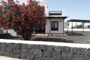 2 Bed  Villa/House for Sale, Playa Blanca, Lanzarote - LA-LA946s