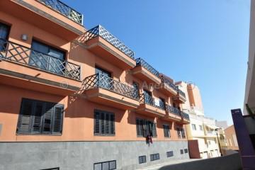 2 Bed  Flat / Apartment for Sale, Puerto De Santiago, Santiago Del Teide, Tenerife - AZ-1413