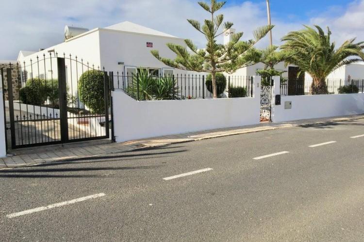 3 Bed  Villa/House for Sale, Puerto Del Carmen, Lanzarote - LA-LA964s 13