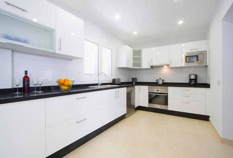 3 Bed  Villa/House for Sale, Puerto Del Carmen, Lanzarote - LA-LA964s 8