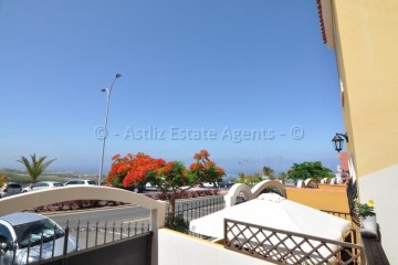 4 Bed  Villa/House for Sale, Piedra Hincada, Guia De Isora, Tenerife - AZ-1453