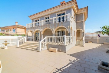 5 Bed  Villa/House for Sale, San Bartolome de Tirajana, LAS PALMAS, Gran Canaria - BH-9555-ARA-2912