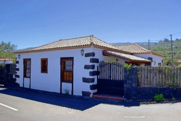 2 Bed  Villa/House for Sale, In the outskirts, Puntagorda, La Palma - LP-P81