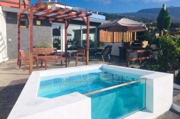 2 Bed  Villa/House to Rent, La Orotava, Tenerife - IC-ACH10764
