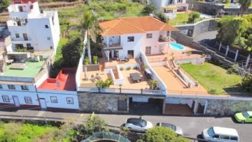 4 Bed  Villa/House for Sale, Santa Ursula, Tenerife - IC-VCH10860