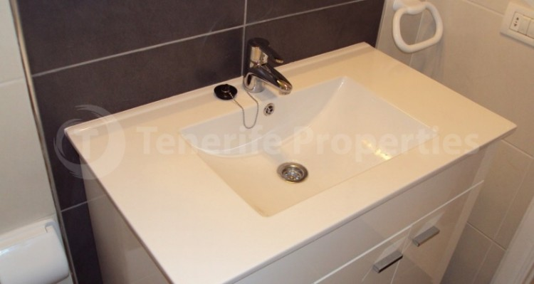1 Bed  Flat / Apartment for Sale, Los Cristianos, Tenerife - TP-21070 12