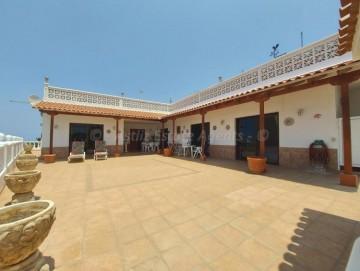 3 Bed  Villa/House for Sale, Puerto De Santiago, Santiago Del Teide, Tenerife - AZ-1561