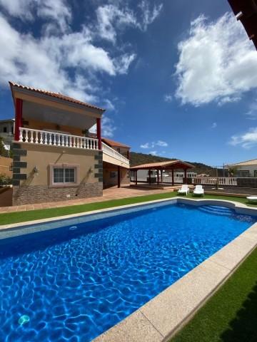 4 Bed  Villa/House for Sale, Costa Adeje (Torviscas Alto), Tenerife - NP-03227
