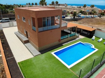 4 Bed  Villa/House for Sale, Playa Paraiso, Tenerife - NP-03228