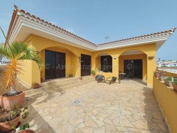 3 Bed  Villa/House for Sale, Callao Salvaje, Costa Adeje, Tenerife - AZ-1570