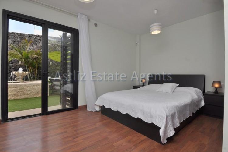 3 Bed  Villa/House for Sale, San Eugenio Alto, Adeje, Tenerife - AZ-1206 12