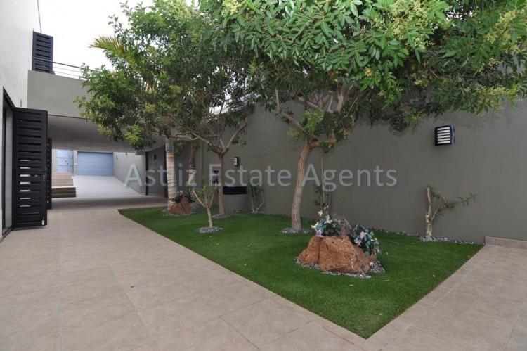 3 Bed  Villa/House for Sale, San Eugenio Alto, Adeje, Tenerife - AZ-1206 19