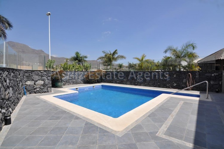 3 Bed  Villa/House for Sale, San Eugenio Alto, Adeje, Tenerife - AZ-1219 20