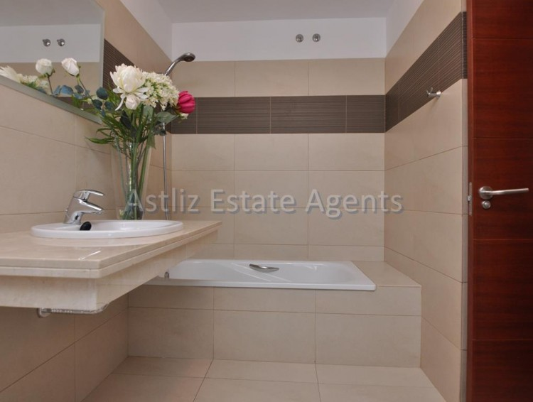 3 Bed  Villa/House for Sale, San Eugenio Alto, Adeje, Tenerife - AZ-1219 4