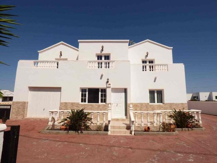 4 Bed  Villa/House for Sale, Teguise, Las Palmas, Lanzarote - DH-VPTVLTG4CA84-87 1