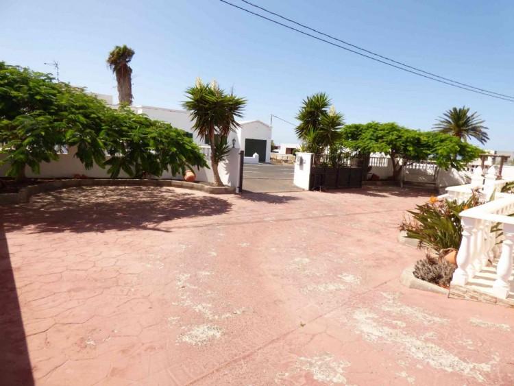 4 Bed  Villa/House for Sale, Teguise, Las Palmas, Lanzarote - DH-VPTVLTG4CA84-87 3