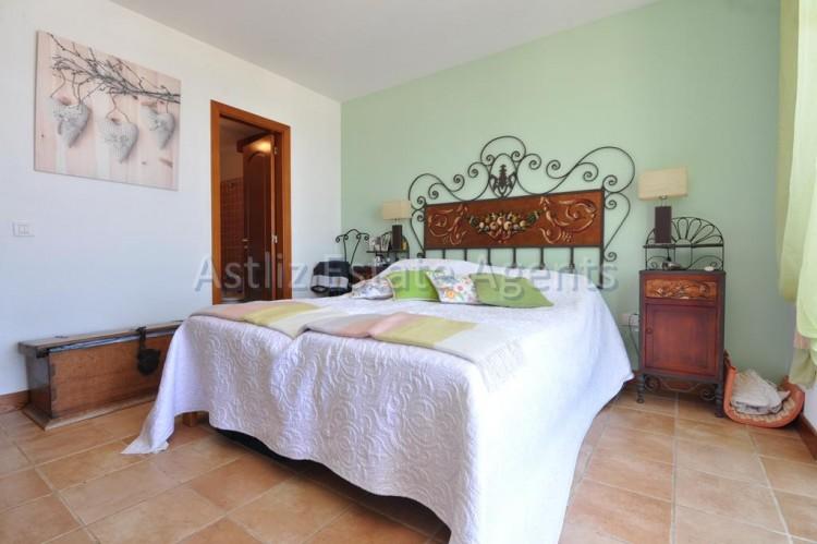 4 Bed  Villa/House for Sale, San Eugenio Alto, Adeje, Tenerife - AZ-1225 12