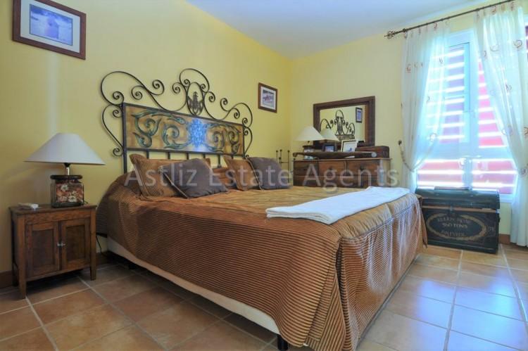 4 Bed  Villa/House for Sale, San Eugenio Alto, Adeje, Tenerife - AZ-1225 3
