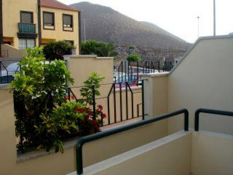 4 Bed  Villa/House for Sale, Llano del Camello, Tenerife - PG-d914 1