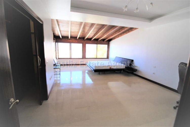 5 Bed  Villa/House for Sale, San Eugenio Alto, Adeje, Tenerife - AZ-1227 4