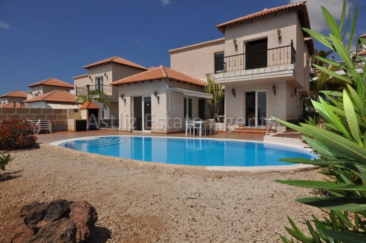 3 Bed  Villa/House for Sale, Chayofa, Arona, Tenerife - AZ-1229 1