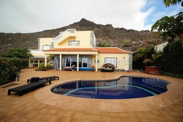 5 Bed  Villa/House for Sale, Torviscas Alto, Arona, Tenerife - AZ-1246 1