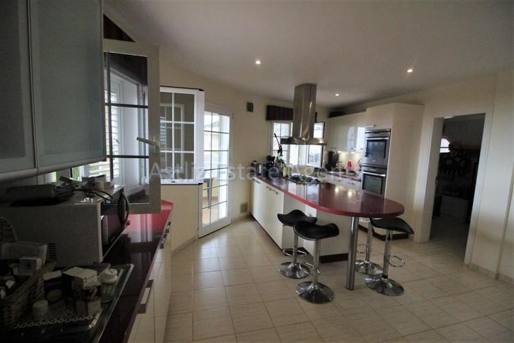 5 Bed  Villa/House for Sale, Torviscas Alto, Arona, Tenerife - AZ-1246 11