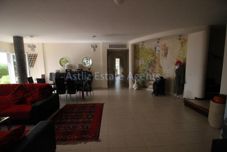 5 Bed  Villa/House for Sale, Torviscas Alto, Arona, Tenerife - AZ-1246 17