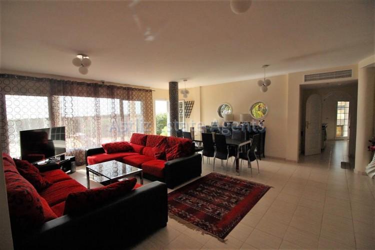 5 Bed  Villa/House for Sale, Torviscas Alto, Arona, Tenerife - AZ-1246 3