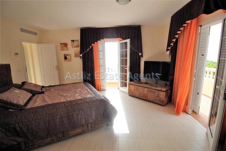 5 Bed  Villa/House for Sale, Torviscas Alto, Arona, Tenerife - AZ-1246 6