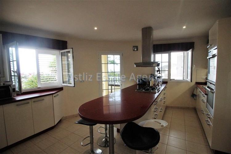 5 Bed  Villa/House for Sale, Torviscas Alto, Arona, Tenerife - AZ-1246 7