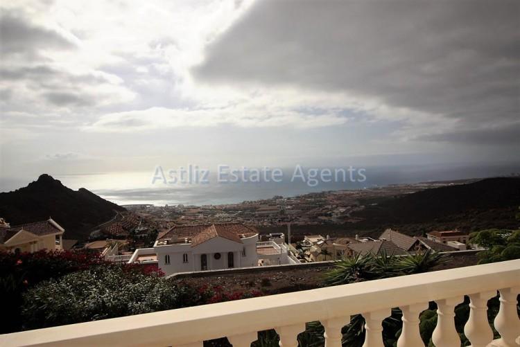 5 Bed  Villa/House for Sale, Torviscas Alto, Arona, Tenerife - AZ-1246 8