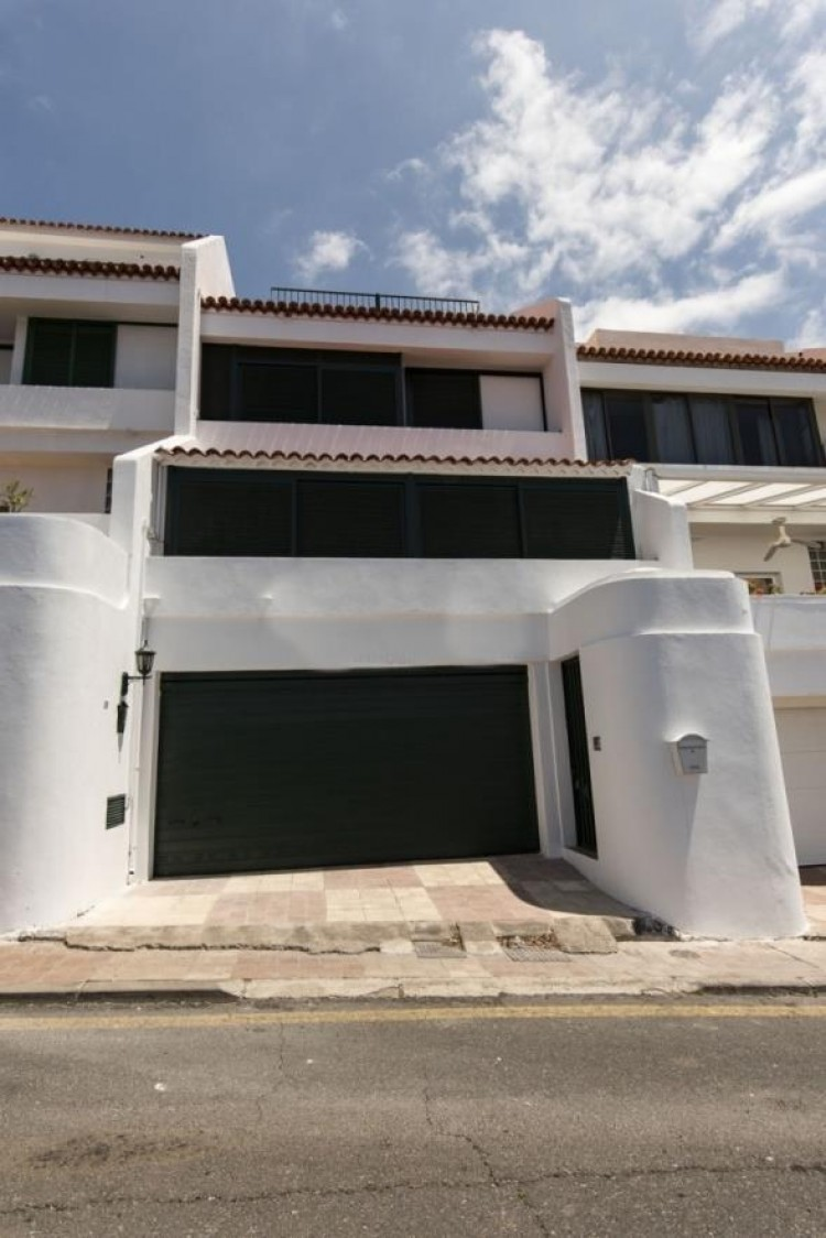 4 Bed  Villa/House for Sale, Radazul, Tenerife - PG-D1673 1