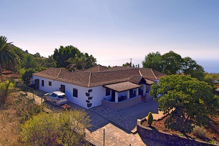 4 Bed  Villa/House for Sale, In the outskirts, Puntagorda, La Palma - LP-P67 1