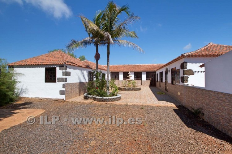 4 Bed  Villa/House for Sale, In the outskirts, Puntagorda, La Palma - LP-P67 7