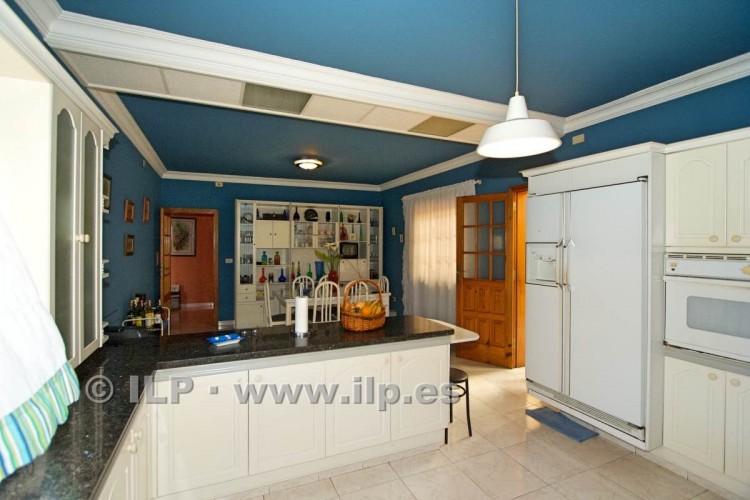 8 Bed  Villa/House for Sale, El Paso, La Palma - LP-E586 16