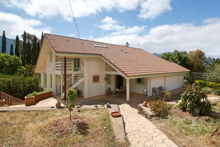 4 Bed  Villa/House for Sale, El Barrial, El Paso, La Palma - LP-E562 1