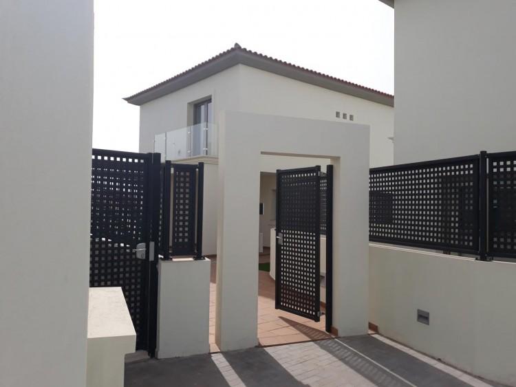 3 Bed  Villa/House for Sale, Chayofa, Santa Cruz de Tenerife, Tenerife - IN-209 11